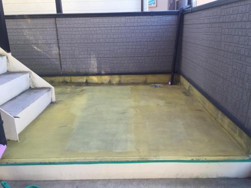 アパート廊下改修工事_プライマー接着剤塗布