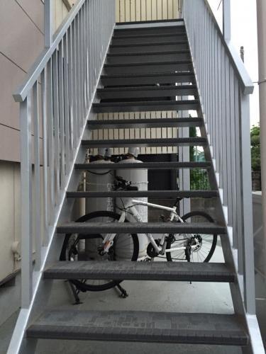アパート廊下改修工事_階段滑り止め施行完了